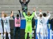 fidelidad hincha solitario aplaudida jugadores tras triunfo alcanzado