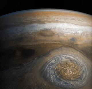 La última fotografía tomada por Juno: la tercera tormenta más grande de Júpiter.