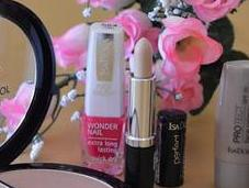 "propuestas ISADORA para verano: ""Strobing Face Glow"", ""Fresh Flawless"" ""Party Pool"""