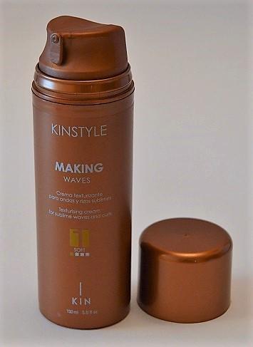 """Kinstyle – Making Waves"" de KIN COSMETICS – para conseguir ondas surferas"