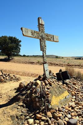 Un problema con las señales en El Camino de Santiago después de Hospital de Órbigo.
