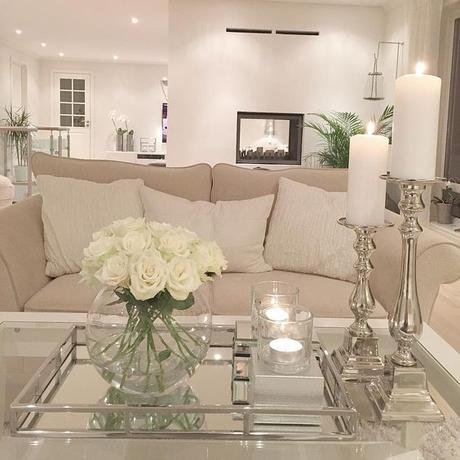 Salon decorado con bandeja