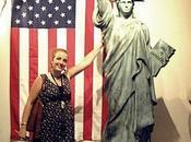 "Nueva York París Tokio pasando Barcelona (serie ""Las damas libertad: estatuas Miss Liberty alrededor mundo"")"