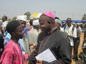 Miles abrazos entre cristianos musulmanes