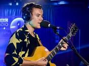 Harry Styles versiona 'The Chain' Fleetwood directo