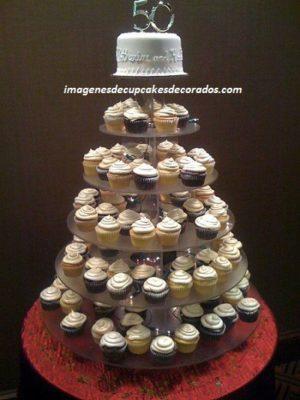 cupcakes decorados para 50 años pastel