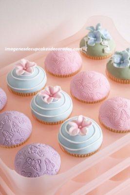 cupcakes decorados con fondant para cumpleaños niña