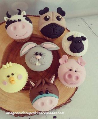 cupcakes decorados con fondant para cumpleaños granja