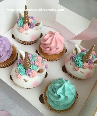 cupcakes decorados con fondant para cumpleaños unicornio