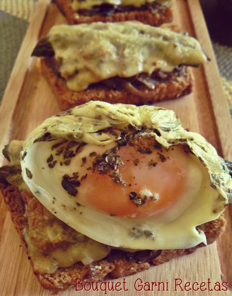 Bruschettas de hongos y espárragos con huevo poché