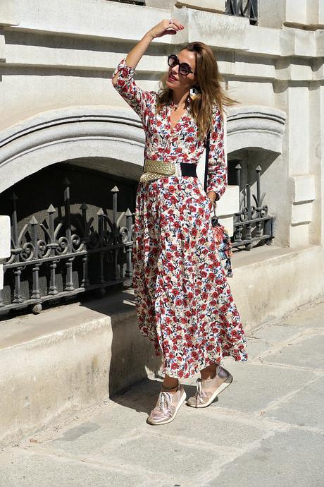 vestido largo de flores y blazer vichy