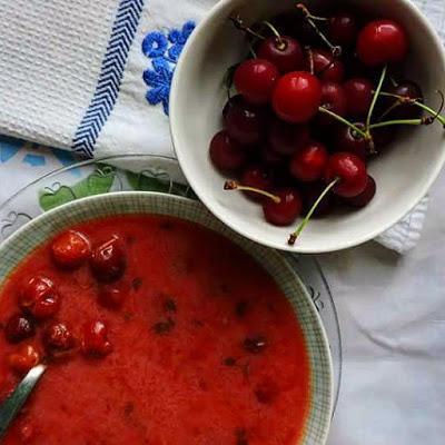 Sopa de cerezas ácidas