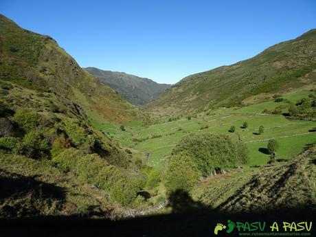 Ruta al Cornón por el Valle los Cereizales: Vista del Valle del Pigüeña
