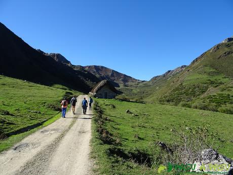 Ruta al Cornón por el Valle los Cereizales: Entrando en la Braña los Cuartos