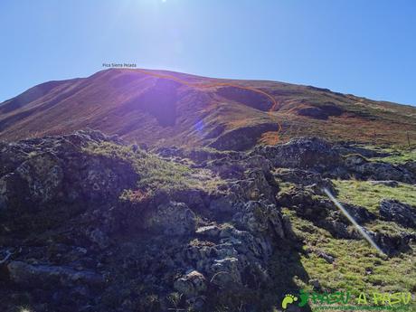 Ruta al Cornón por el Valle los Cereizales: Vista al Sierra Pelada desde el Puerto de Cereizales