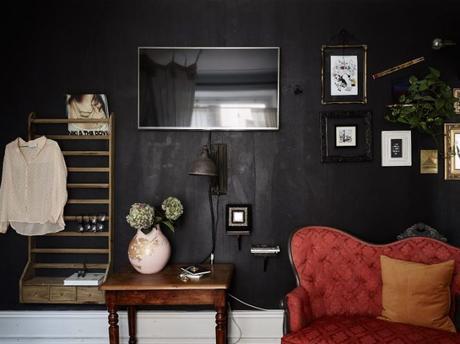 Estudio de 35 m² con paredes negras