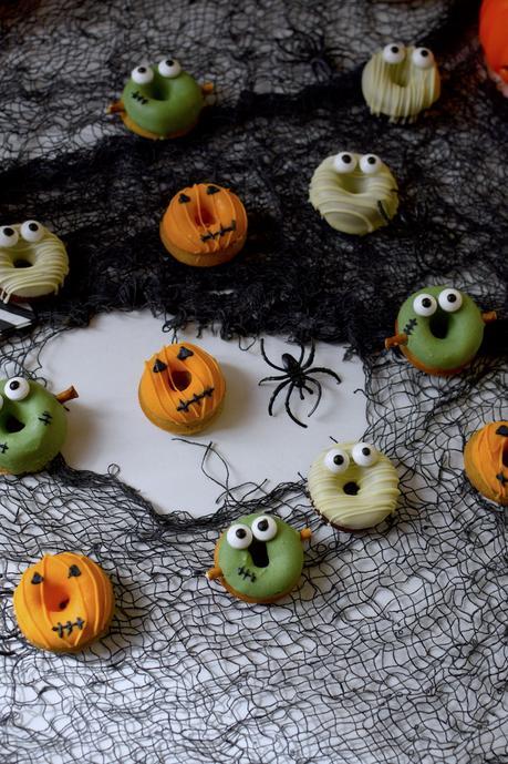 Mini Donuts al horno: Caritas de Halloween.