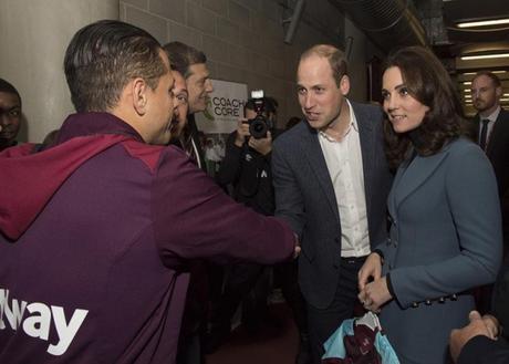 'Chicharito' Hernández conoce al príncipe Guillermo y  Kate Middleton