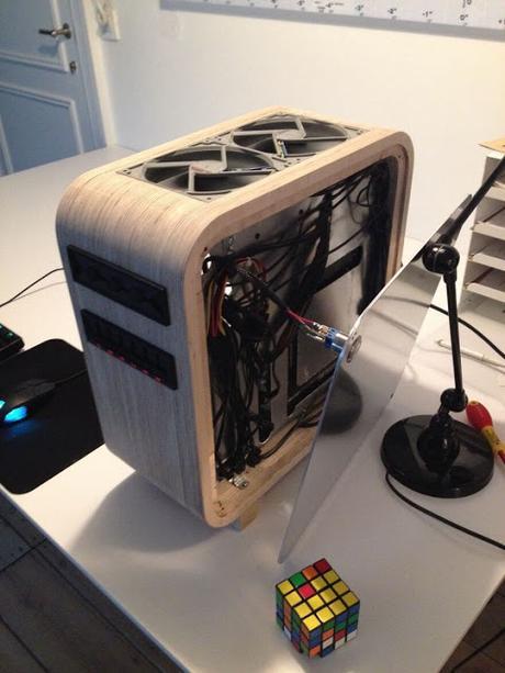 Construye una computadora de madera y el resultado es increíble