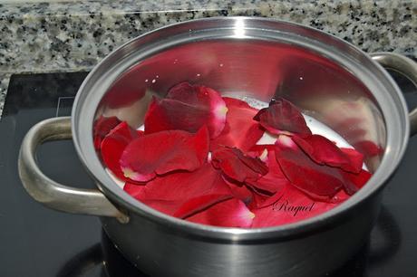 Magdalenas con pétalos de rosas de mi madre