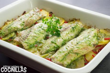 Receta de caballa al horno con patatas y pimientos