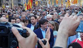 Protestas en Barcelona tras el anuncio del cese del Gobierno catalán [+ transmisión en vivo]