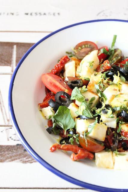 Halloumi con tomates [ensalada chipriota]