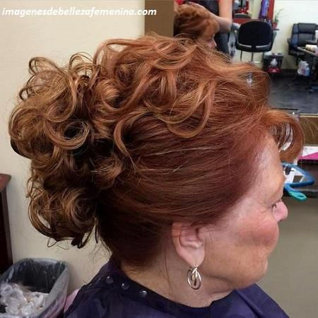 peinados para señoras mayores para una boda pelirojo