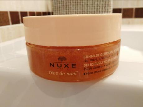 """Nuevo exfoliante """"2 en 1"""" de Nuxe con miel, cristales de azúcar y aceites preciosos"""