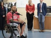 Nueva técnica permite hombre paralítico levantarse mover piernas