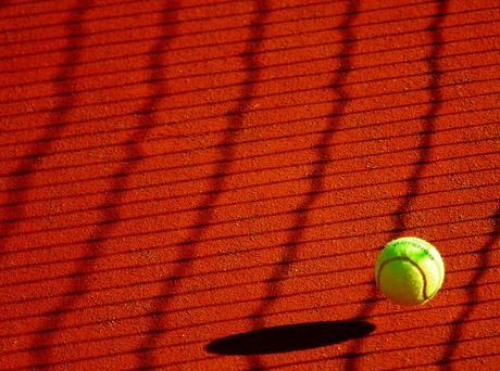 Hay una razón especial para que las pelotas de tenis sean como son