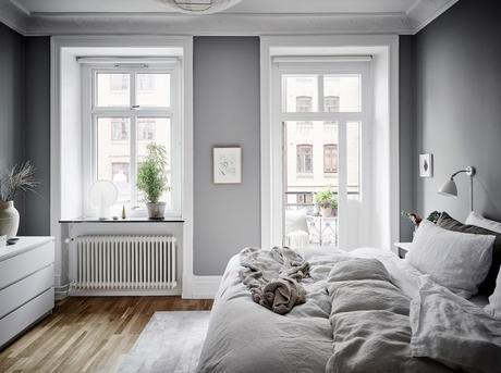 sillas Ton 30 estilo nórdico estantería string dormitorio relajante dormitorio nórdico dormitorio fresco y cálido decoración pisos pequeños decoración interiores decoración dormitorio