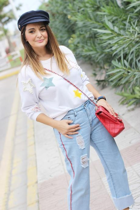 Look con denim y sudadera