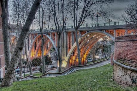 La postal de la semana: Día gris junto al Viaducto de la Calle Bailén