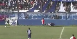 5 futbolistas que perdieron al vida en pleno partido ¡El primero te romperá el corazón!