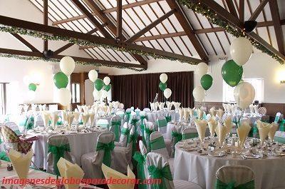 decoracion de salon para fiestas de 15 años con globos verde
