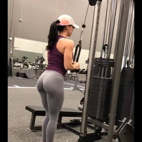 Katy Hearn por un vestido comenzó a ir al Gym y se convirtió en una Chica Fitness mundialmente famosa