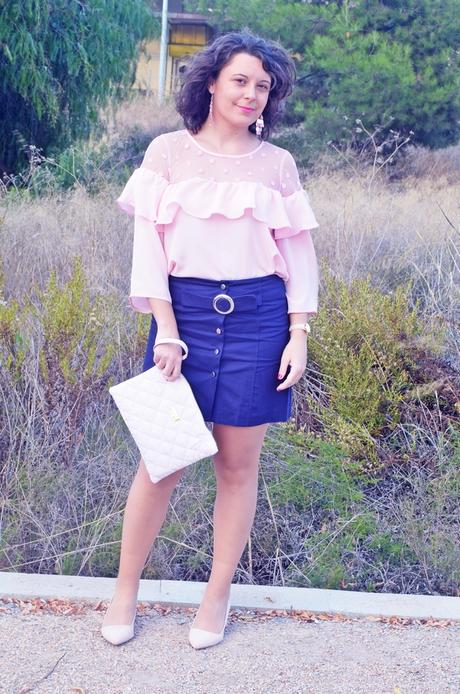 Falda azul con botonadura