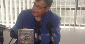 A través de 11 relatos literarios, el escritor Abdón Ubidia analiza los misterios del tiempo | Daniela Regalado T.