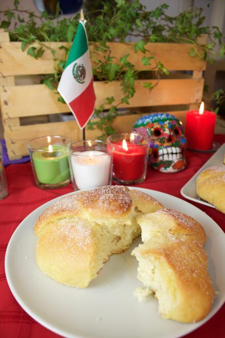 Pan de muerto – Delicioso panecillo dulce del día de muertos. México