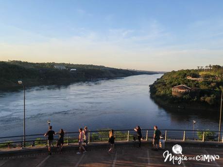 El hito de las tres fronteras y el paseo por la costanera en Puerto Iguazú