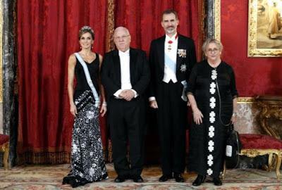 Los legados incómodos del exilio republicano español,  daltonismo, Felipe VI  y el humor amenazado.