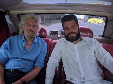 Multimillonario inglés conoce La Habana con nieto de Fidel Castro