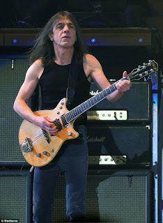 Muere Malcom Young, guitarrista y cofundador de AC/DC.