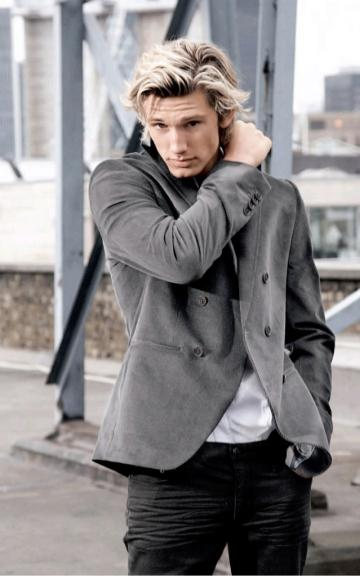 Alex Pettyfer se acerca a The Hunger Games