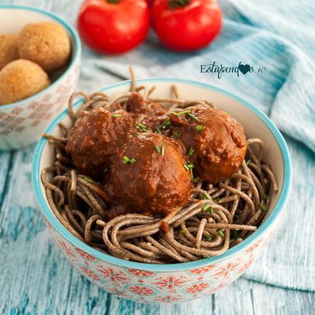 yespaguetis-con-albondigas-veganas-y-salsa-de-tomate-y-albahaca