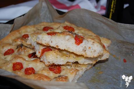 Focaccia con tomates y tomillo