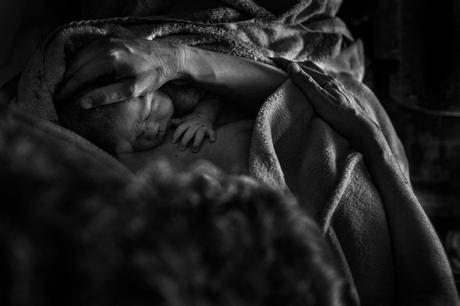 Una serie de fotografías de parto, premio LUX en la categoría de reportaje social