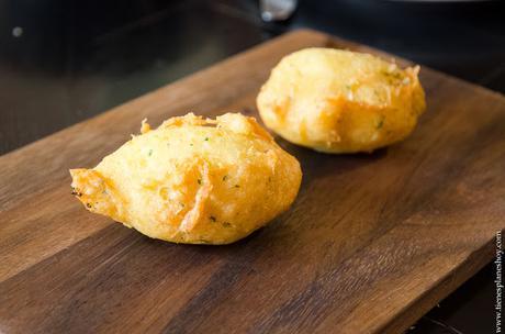Buñuelos de bacalao comer en Madrid Taberna Pedraza