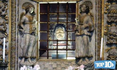 Cabeza de Santa Catalina de Siena-entre-las-reliquias-mas-misteriosas-del-mundo